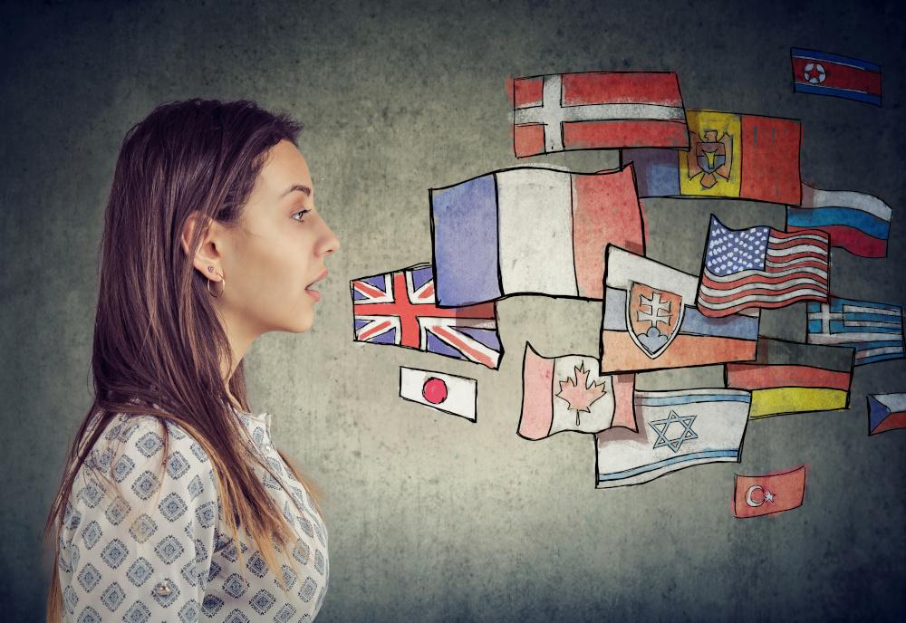kobieta studiująca kilka języków